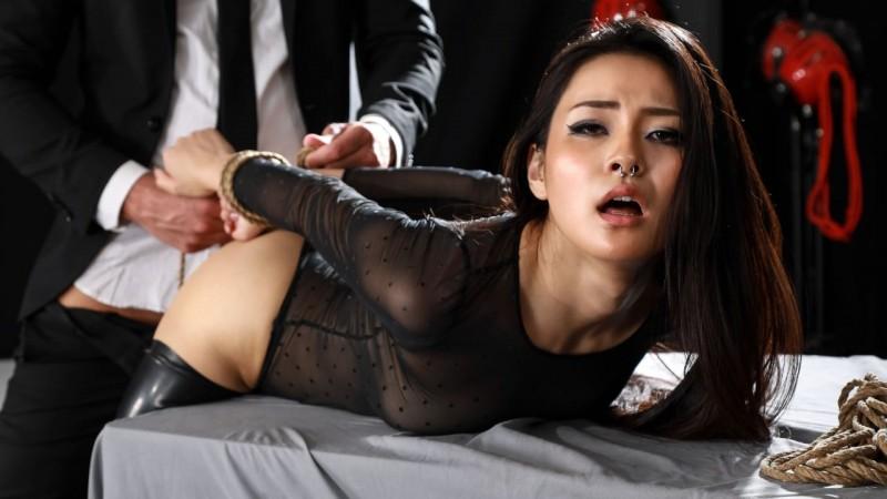 Sikiş Müptelası Japon Kız Kendini Bir Köle Gibi Siktiriyor