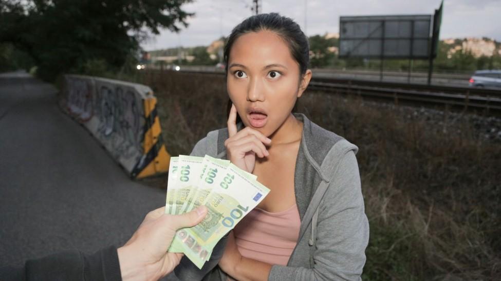 Namuslu Rolü Yapan Numaracı Kız Parayı Görünce Şov Yaptı