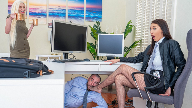 İş Arkadaşının Aklını Çelip Ofiste Sansasyonel Siktiriyor