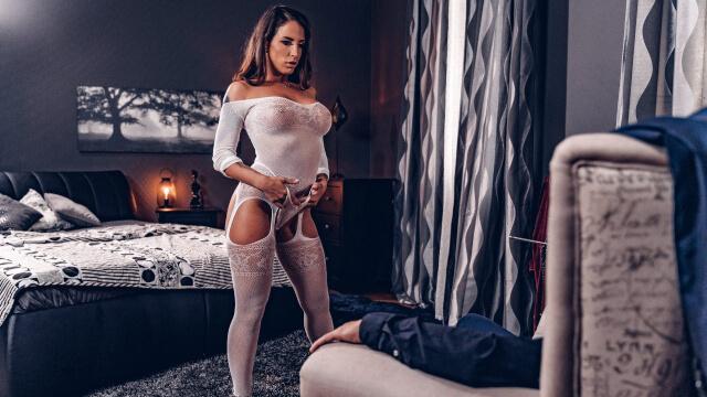Şehvet Dolu Seks Kölesi Sert Erkeğine İtaat Ediyor