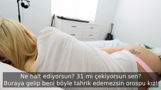 Cinsel Dürtüsünü Artıran Üvey Ablasını Uykusunda İzleyerek Azıyor