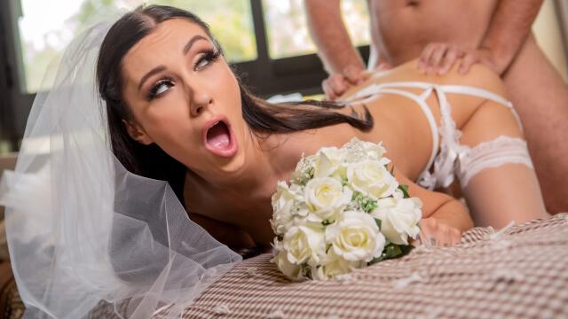 Düğünden Kaçan Azgın Gelin Arzuladığı Büyük Yarağa Kavuşuyor